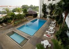 Bayview Hotel Georgetown Penang - จอร์จทาวน์ (ปีนัง) - สระว่ายน้ำ