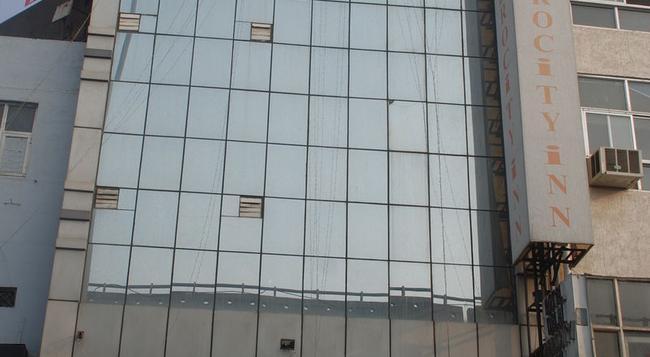 Hotel Delhi Aerocity Inn - New Delhi - Building