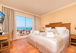Hotel Fuerte Conil-Costa Luz - โกนิล เด ลา ฟรอนเตรา - ห้องนอน