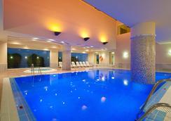 Hotel Fuerte Conil-Costa Luz - โกนิล เด ลา ฟรอนเตรา - สระว่ายน้ำ