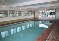 El Castell Motel - มอนเทอเรย์ - สระว่ายน้ำ