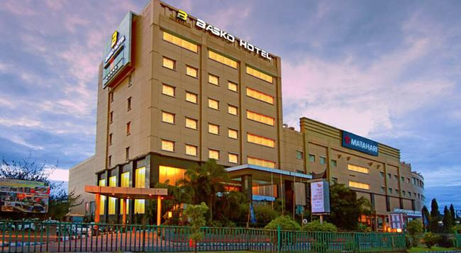 Premier Basko Hotel - Padang - Building