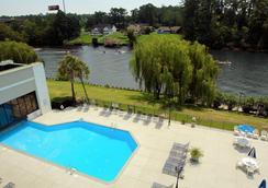 Clarion Hotel - ไมร์เทิลบีช - สระว่ายน้ำ