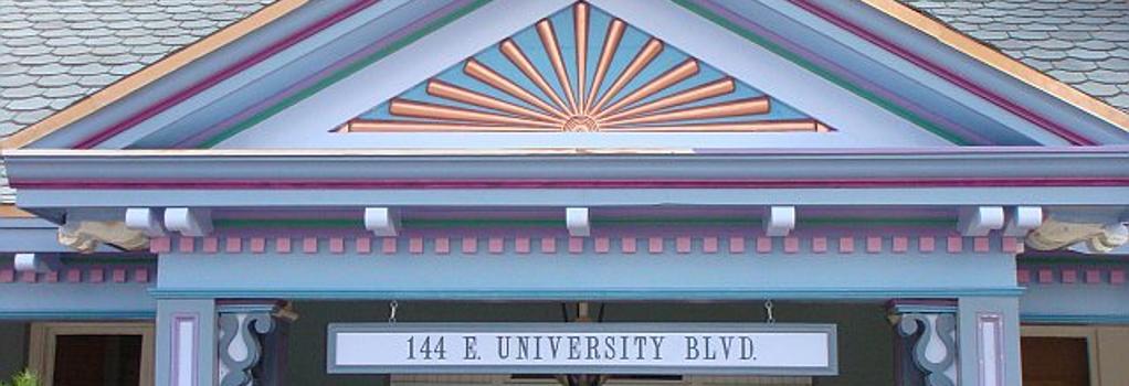 The Big Blue House Inn Boutique Hotel - Tucson - Building