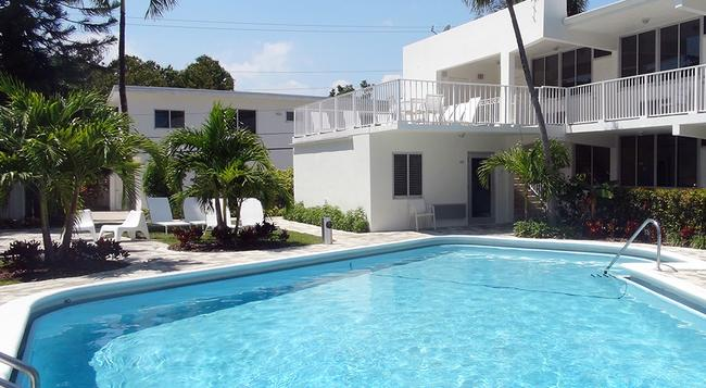 Beach Gardens Hotel - Fort Lauderdale - Building