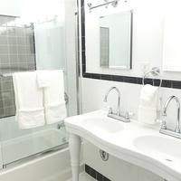 Henry Norman Hotel Bathroom