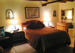 Pueblo Bonito Bed and Breakfast Inn - ซานตาเฟ - ห้องนอน