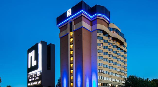 Hotel RL by Red Lion Spokane at the Park - Spokane - Building