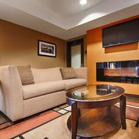 Best Western PLUS Wine Country Inn & Suites Living Area