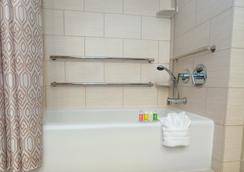 Disney's Polynesian Resort - เลคบัวนาวิสตา - ห้องน้ำ