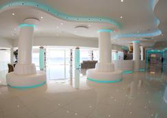 On Hotels Oceanfront - มาทาลาสคานาส - ล็อบบี้