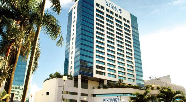 Riverside Majestic Hotel - Kuching - Outdoor view