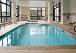 Courtyard by Marriott Houston by The Galleria - ฮุสตัน - สระว่ายน้ำ