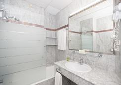 Hotel América Sevilla - เซบีญ่า - ห้องน้ำ