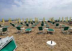 Hotel Anny - เจโซโล - ชายหาด