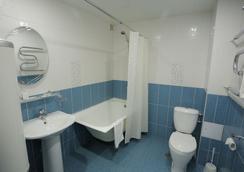 Hotel Polyot Krasnoyarsk - คราสโนยาสก์ - ห้องน้ำ