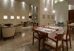 Hotel Rey Alfonso X - เซบีญ่า - บาร์