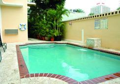 Coral Princess Hotel - ซานฮวน - สระว่ายน้ำ
