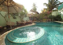 Siem Reap Riverside Hotel - เสียมเรียบ - สระว่ายน้ำ