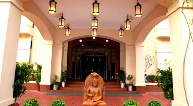 Hotel Paras Mahal - Udaipur - Building