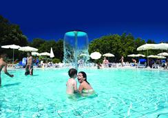 Valamar Club Dubrovnik - ดูบรอฟนิก - สระว่ายน้ำ