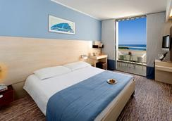 Valamar Diamant Hotel - โพเรซ - ห้องนอน