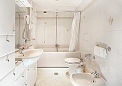 Hotel Augustea - โรม - ห้องน้ำ