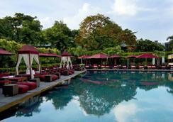 โรงแรมสุโขทัย กรุงเทพ - กรุงเทพมหานคร - สระว่ายน้ำ