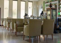 City Hotel - พอดกอรีตซา - เลานจ์