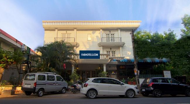 FabHotel Park Inn - Bangalore - Building