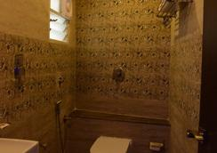 Fabhotel Legacy Brigade Road - เบงกาลูรู - ห้องน้ำ