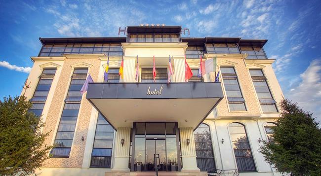 Hotel Garden - Pristina - Building