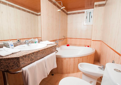 Santa Monica Playa - ซาลู - ห้องน้ำ