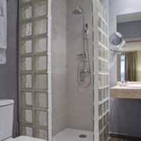 Hotel Puerta de Toledo Bathroom