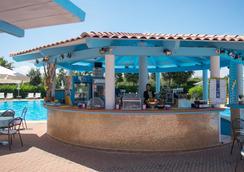 Geovillage Hotel - ออลเบีย - บาร์