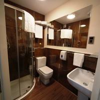 Le Ville Hotel Bathroom