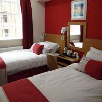 Le Ville Hotel Guestroom