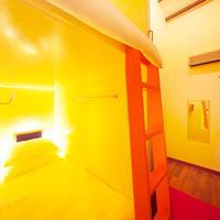 Box Capsule Hostel Guestroom
