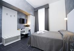 Grey & White - โรม - ห้องนอน
