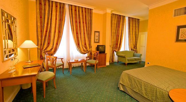 Ateneo Garden Palace - Rome - Bedroom