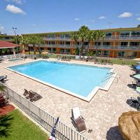 Roomba Inn & Suites at Old Town Outdoor Pool
