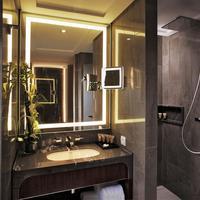 Tangla Hotel Brussels Bathroom