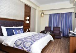 Hotel Shiraz Regency - อัมริตสา - ห้องนอน