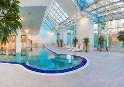 Ramada Plaza Astana - อัสตานา - สระว่ายน้ำ