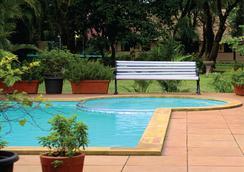 Krisna All Suite Stay - โลนาวาลา - สระว่ายน้ำ