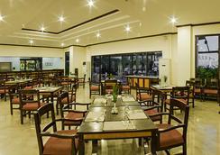 Plaza Del Norte Hotel & Convention Center - เลาอัก - ร้านอาหาร