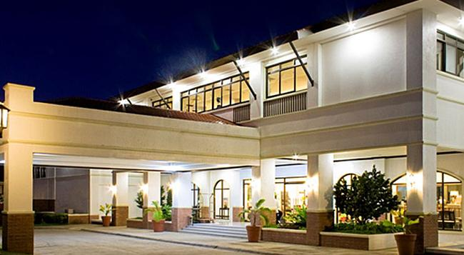 Plaza Del Norte Hotel & Convention Center - Laoag - Building