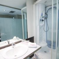 Petit Palace Arenal Bathroom