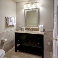 Hotel St. Pierre French Quarter Bathroom