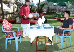 Mughal Palace Houseboat - ศรีนาการ์ - ร้านอาหาร